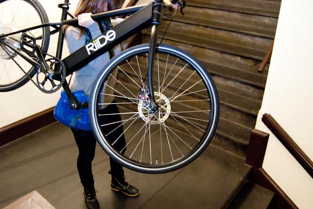 Riide, další hybridní e-bike do města, který boduje na Kickstarteru