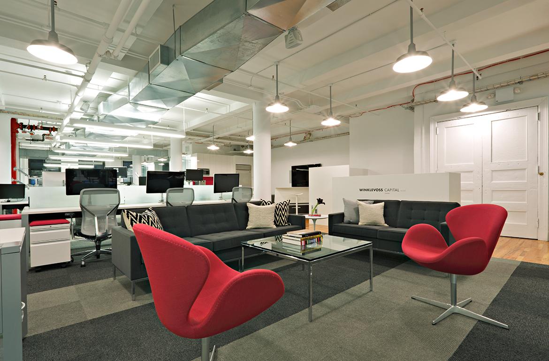 Lounge a pracovní prostory v pozadí…