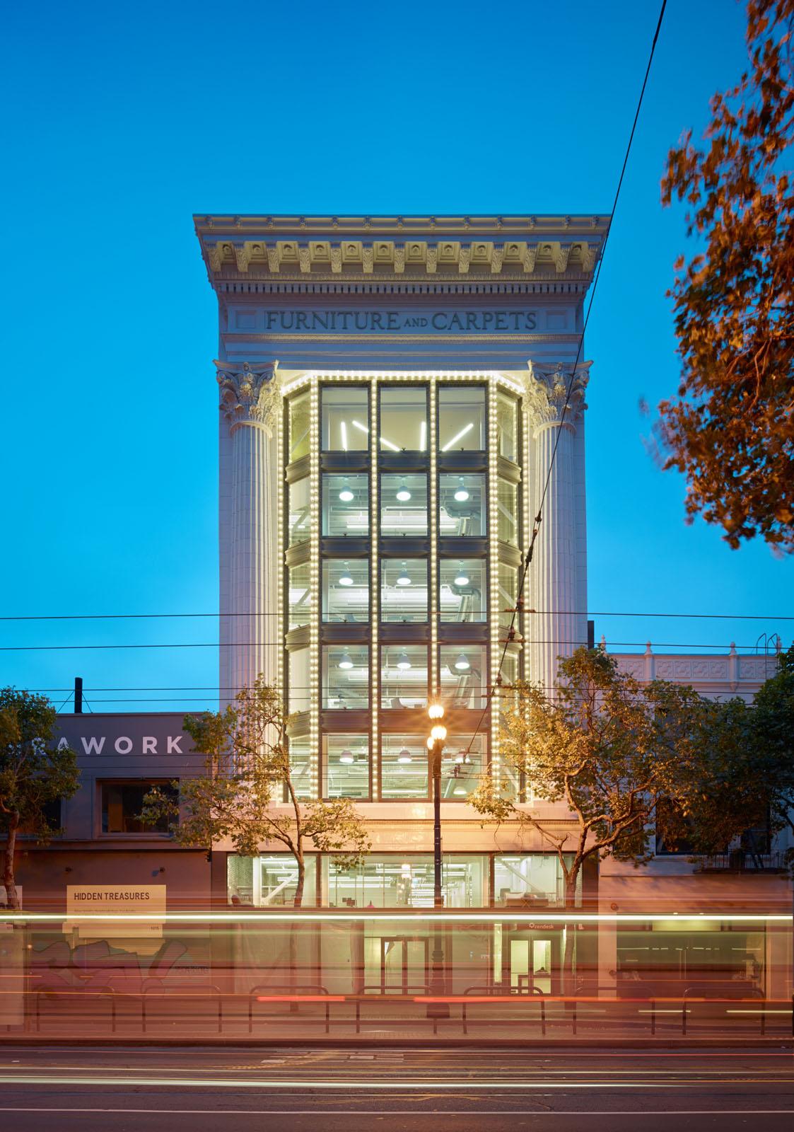 Budova z venku – Mid Market – San Francisco