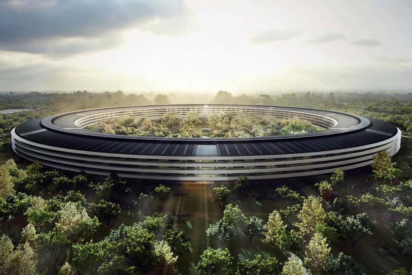 Někdo nažhavil svůj dron + GoPro kameru a natočil nový gigantický kampus Applu