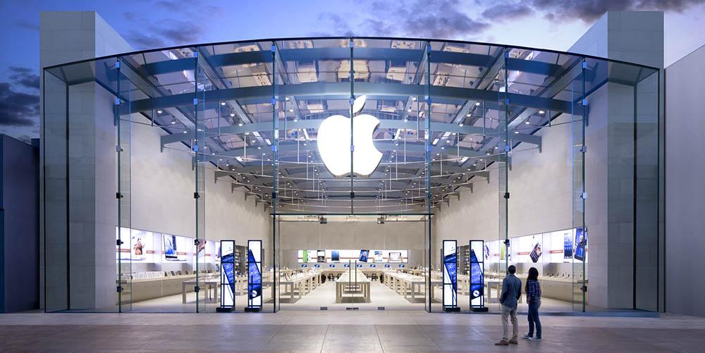 Apple ještě nic nepředstavil, ale lidé už přesto čekají před jeho obchody