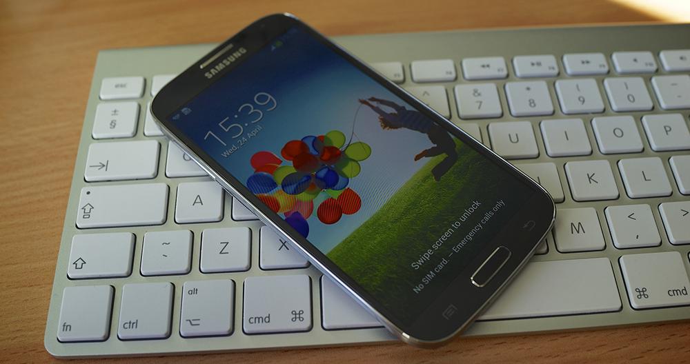Samsung oznámil pokles celkového zisku o 60%, zisk z mobilních telefonů klesl o 74%. Naopak Apple zvýšil zisk o 11.3%
