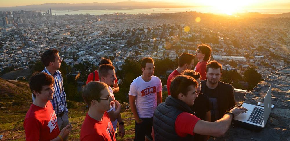 Poslat zaměstnance do San Fransisca se českým STRV vyplatilo