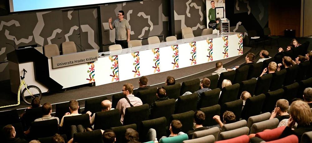 Populární hradecký Barcamp, na kterém se představí známá jména české IT scény, se blíží!