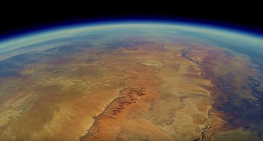 Partička studentů vyslala před 2 lety do stratosféry svoji GoPro kameru. Tohle natočila