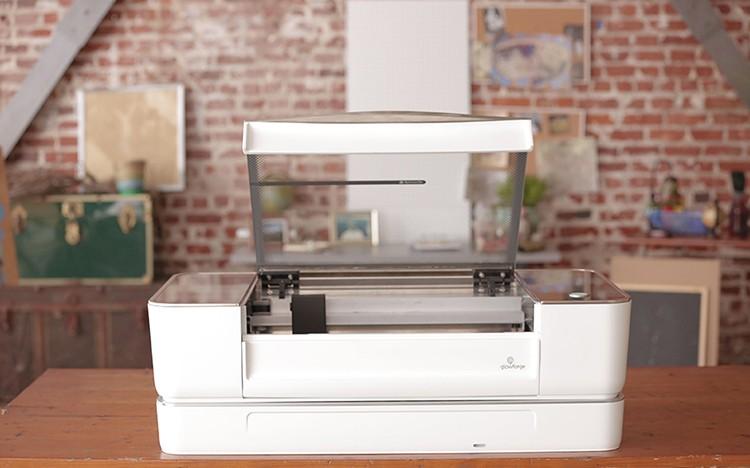 Glowforge: hybridní 3D tiskárna, která vám doma vyrobí třeba tašku na Macbook
