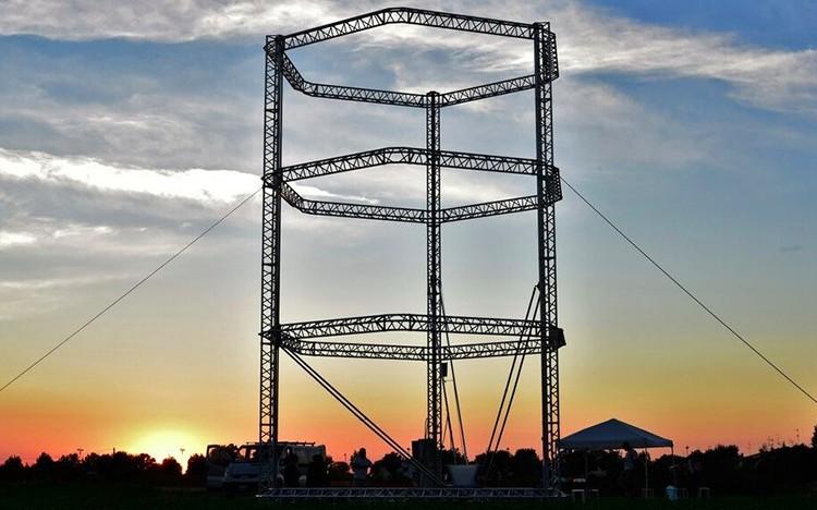 Tahle 12-metrová 3D tiskárna chce tisknout domy v rozvojových zemích