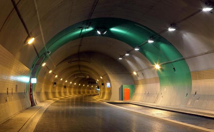 Tunel Blanka bude mít mobilní signál. Operátory to ale bude stát 440 tisíc Kč za rok
