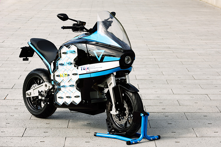 STORM, 's werelds eerste elektrische toermotorfiets, ontwikkeld door studenten van de TU Eindhoven foto: Bart van Overbeeke STORM, world's first electric touring motorcycle, designed by students of TU Eindhoven.