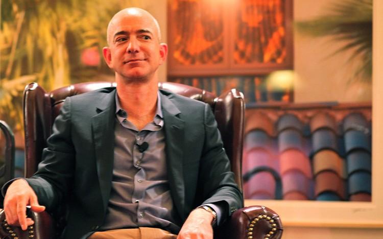 Zakladatel Amazonu se stal třetím nejbohatším člověkem v USA