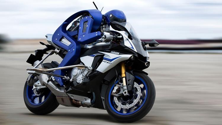 Yamaha vytvořila robota, který umí sám řídit sportovní motorku (video)