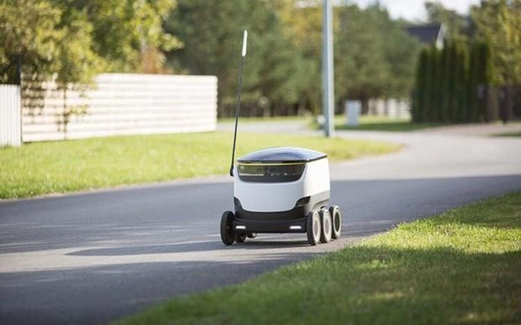 Tenhle robot vám sám doručí potraviny do 30 minut