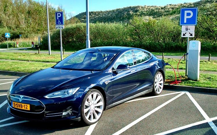 V České republice vznikne do 5 let 1 300 dobíjecích míst pro elektromobily