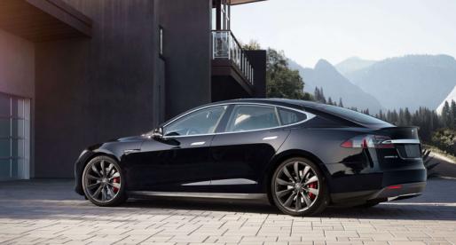 Tesla Model S shořela na uhel během superrychlého nabíjení