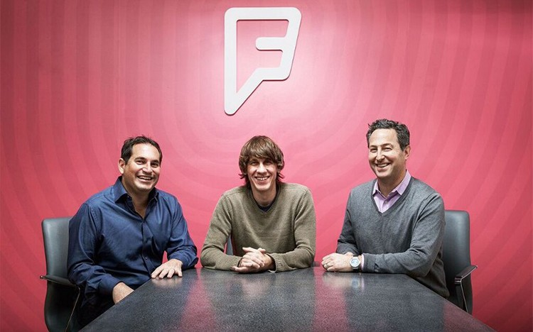 Foursquare v problémech. Jeho zakladatel končí jako CEO