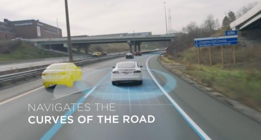Tesla v nové reklamě představuje svého revolučního autopilota (video)