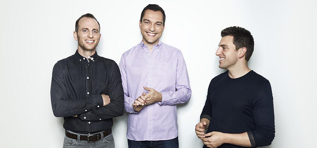 Joe Gebbia, Nathan Blecharczyk a Brian Chesky (CEO), zakladatelé Airbnb