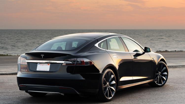 Tesla chce představit nový Model 3 již na konci března a s ním možná i výkonnější baterii