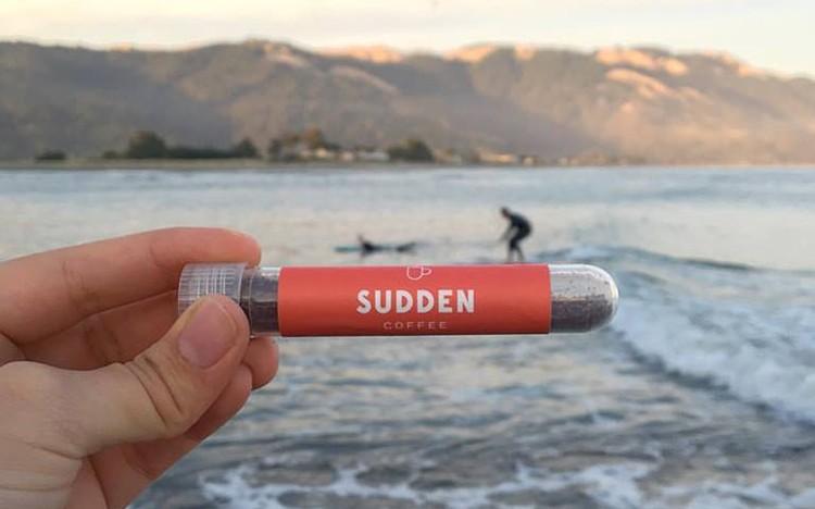 Sudden Coffee: kvalitní instantní káva v ampulce od devátého nejlepšího baristy na světě