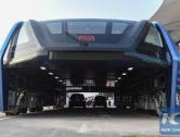 V Číně vyrobili první funkční prototyp autobusu, který jezdí nad zacpanými silnicemi