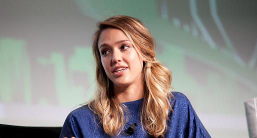Herečka Jessica Alba chce za desítky miliard prodat svůj startup s kosmetikou a doplňky