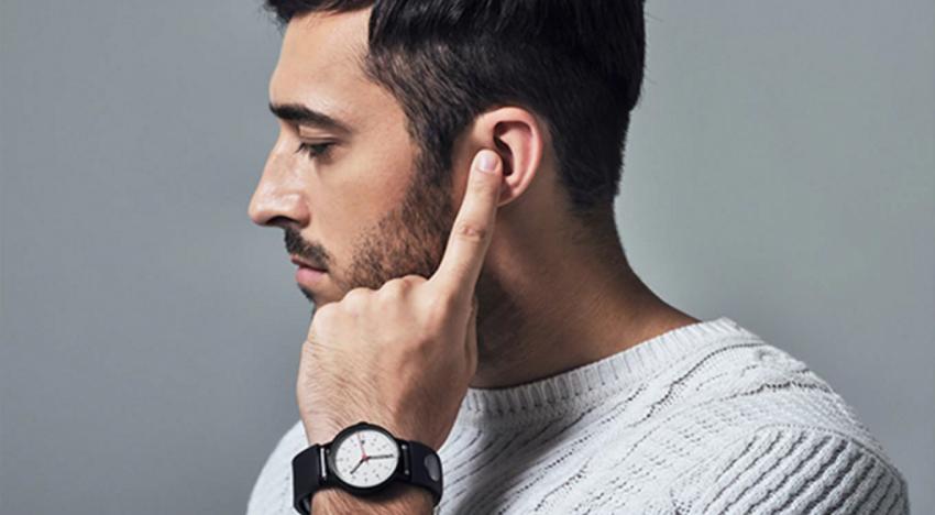Pomocí tohoto řemínku bude možné volat pouhým přiložením prstu na ucho
