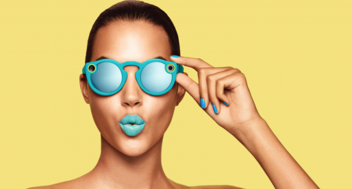 Takto vypadají speciální brýle s kamerou pro natáčení videa od sociální sítě Snapchat