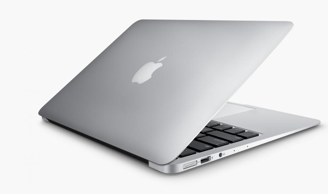 Alza v Česku spouští službu, která nabízí MacBook za měsíční paušál s pravidelnou výměnou