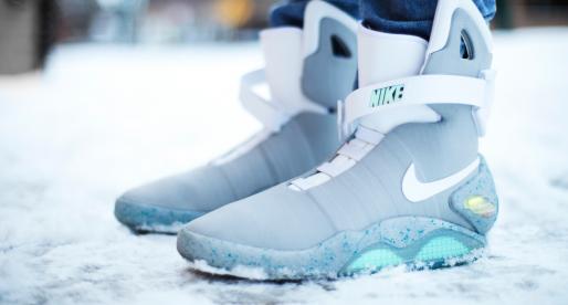 Samozavazovací boty Nike z Návratu do budoucnosti se prodaly za rekordních 2,5 milionu korun