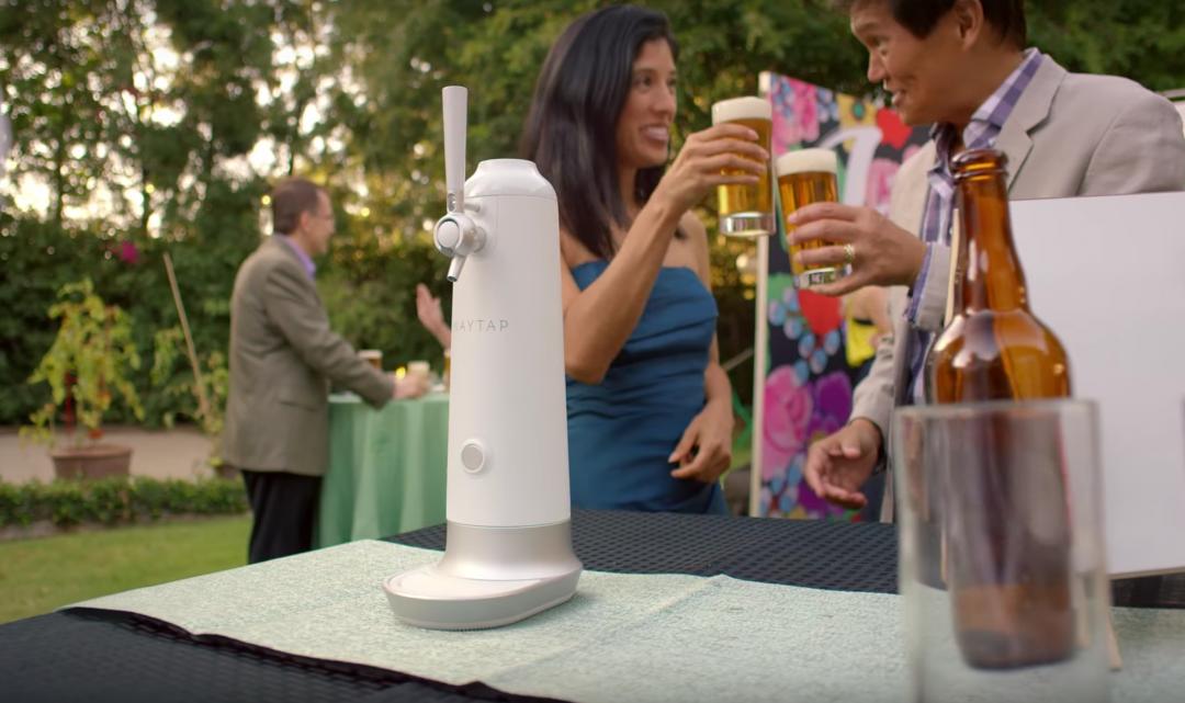 Tento startup vybral za 4 dny 624 tisíc dolarů a slibuje přeměnu lahvového piva na chuť točeného