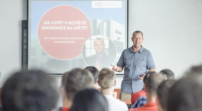 Čechoameričan John Vanhara spouští nový startup PoBoxZone