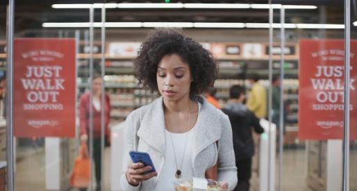 Amazon již brzy spustí první obchod s potravinami bez prodavačů a čekání na placení
