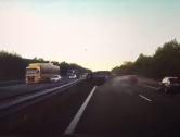 Autopilot v Tesle dokázal předpovědět srážku na dálnici (video)