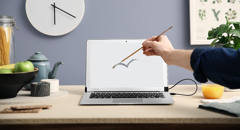 Tato vychytávka udělá z vašeho obyčejného MacBooku Air počítač s dotykovým displejem