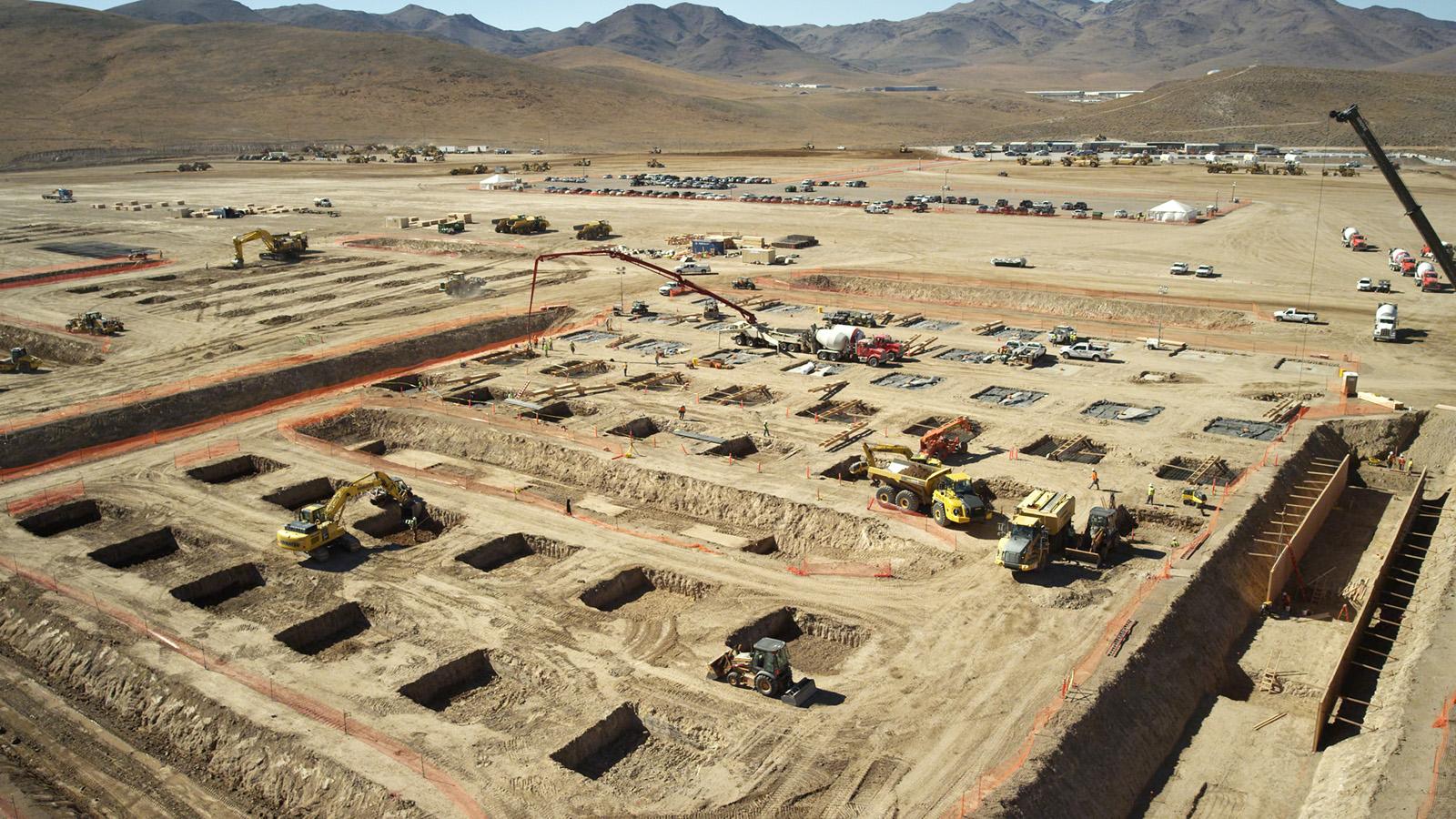 Začátek konstrukce Gigactory v listopadu 2014