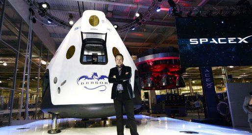 SpaceX poletí příští rok k Měsíci a dopraví tam dva lidi, kteří si už cestu zaplatili
