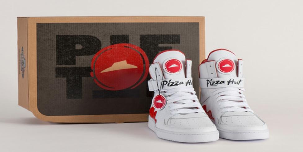 Tyto boty objednají pizzu pouhým stisknutím tlačítka na jazyku