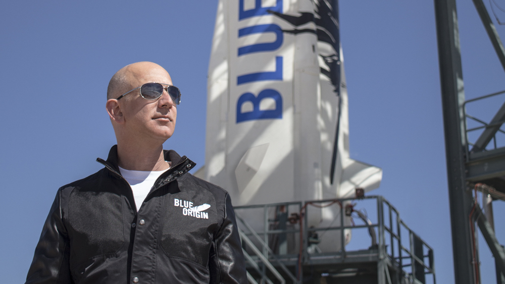 Zakladatel Amazonu Jeff Bezos chce dovážet balíčky na Měsíc