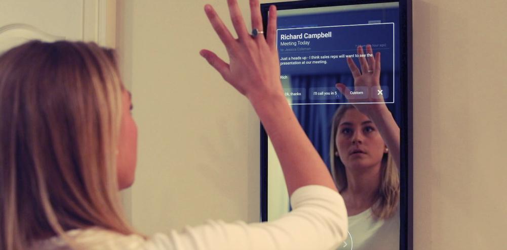 Nový startup Daptly vytváří zrcadlové displeje pro chytrou domácnost, které lze ovládat hlasem a gesty