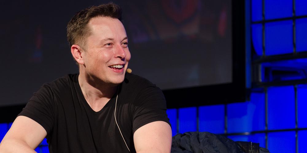 Elon Musk vydělal prodejem plamenometů již více než 5 milionů dolarů