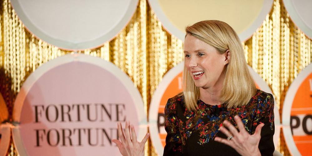 Na šéfku Yahoo Marissu Mayer čeká přes 23 milionů dolarů v bonusech