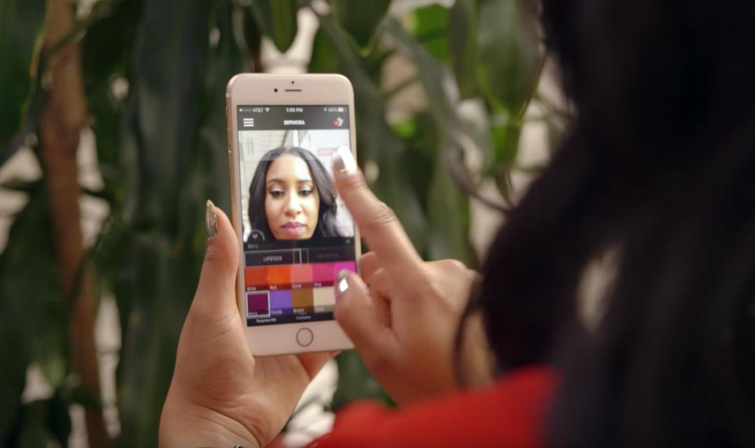 Sephora vydala aplikaci, která umí za pomoci rozšířené reality zkoušet kosmetické produkty