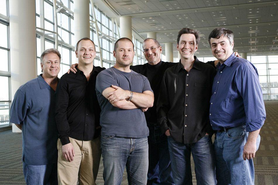 Steve Jobs (čtvrtý zleva) se svými nejúžšími spolupracovníky.