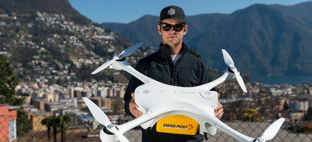 Švýcarská pošta začala doručovat laboratorní vzorky pomocí bezpilotních dronů