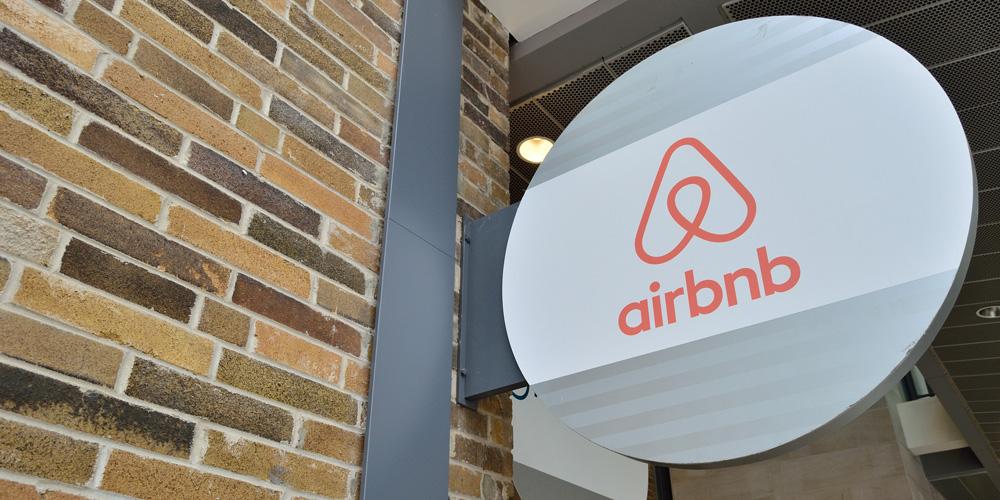 Paříž omezí krátkodobé pronájmy přes Airbnb turistickou daní a limitem doby pronájmu