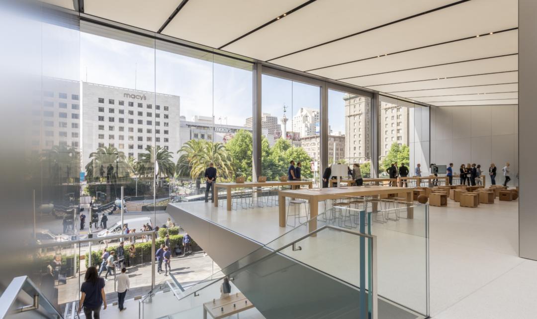 Apple ve svých obchodech začne učit programování, fotografování nebo skládání hudby