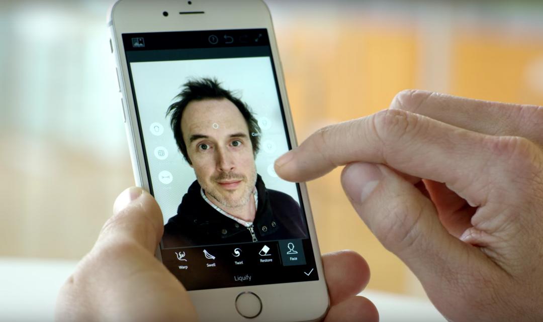 Adobe vyvíjí technologii, která za pomocí umělé inteligence vytvoří dokonalé selfie fotky