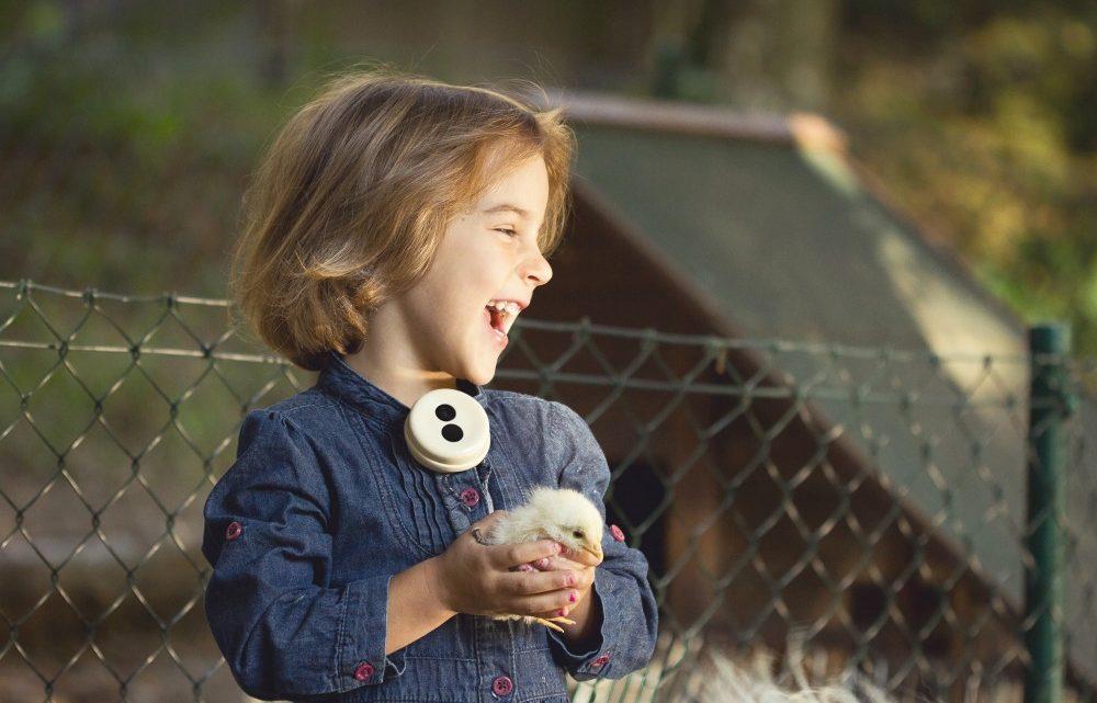 Benjamin Button: slovenská připínací kamera, která automaticky natáčí záběry z pohledu dítěte