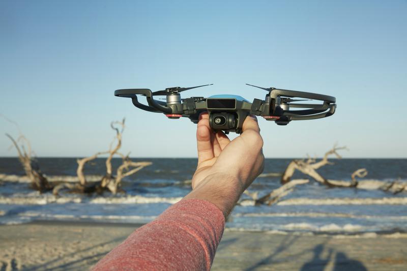 Takto vypadá nový miniaturní dron od DJI, který lze ovládat gesty
