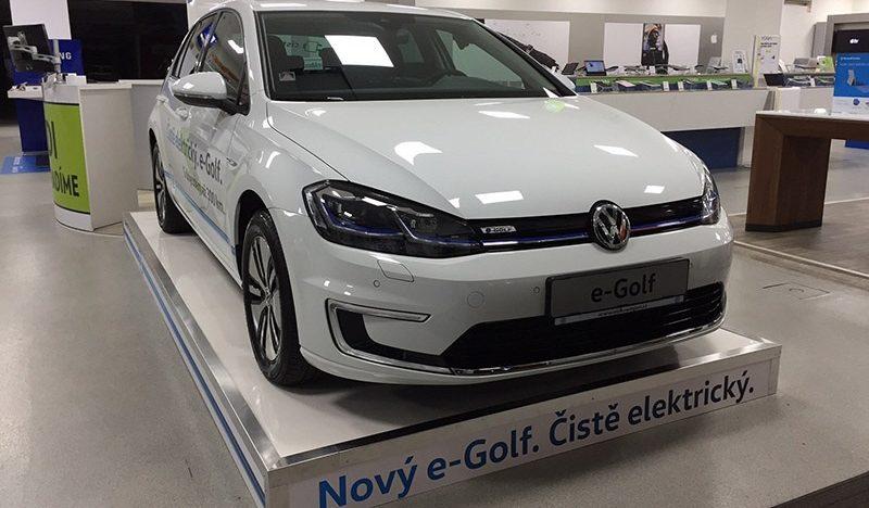 Alza.cz v Česku začíná experimentovat s prodejem elektromobilů